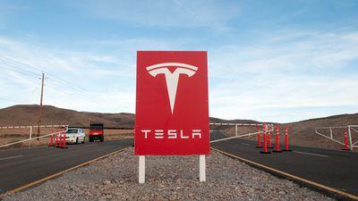 """Mais assédio: funcionária diz que fábrica da Tesla parece """"zona de predadores"""""""