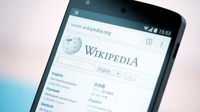 """Wikipedia acusa Apple de """"explorar"""" seu conteúdo sem doar um único centavo"""