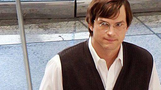 Ashton Kutcher é flagrado com visual envelhecido nos bastidores do filme Jobs