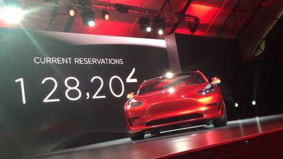 Tesla fecha concessionárias para apostar em modelo de vendas online