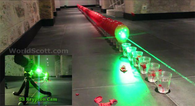 Laser estoura 100 balões