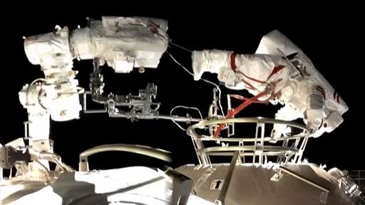 Astronautas chineses fazem seu primeiro spacewalk na nova estação espacial