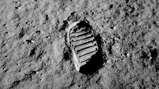 Embratel comemora 50 anos da transmissão no Brasil do primeiro pouso na Lua