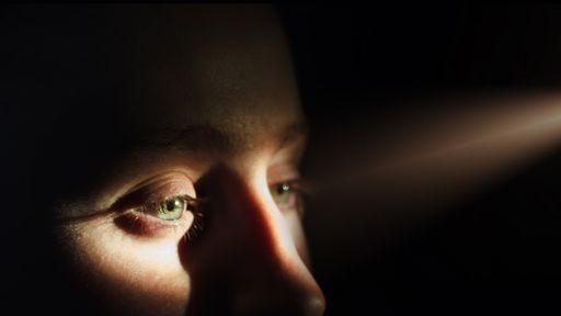 Novo tratamento com estímulos de luz pode recuperar a visão temporariamente