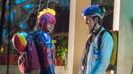 Ms. Marvel   Fotos dos bastidores revelam parte do traje da super-heroína