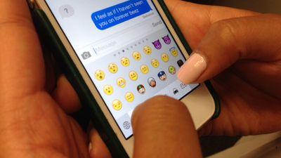 Apple anuncia novos emojis, dentre eles mulher amamentando, zumbi e barbudo