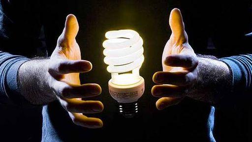 Estudante cria lâmpada elétrica que flutua no ar
