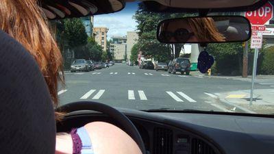 Motoristas mulheres do Uber ganham menos do que homens, revela estudo