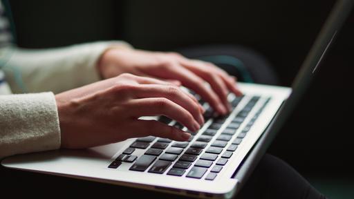 Como consultar os aplicativos que rastreiam você no Mac