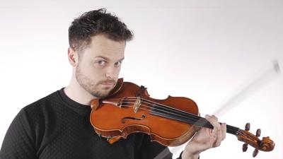 Músico e youtuber Rob Landes toca o tema do Super Mario no violino