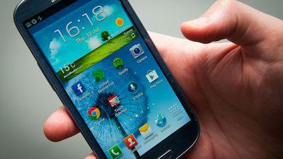Mulher recebe fotos eróticas de casal de ladrões que roubou seu Galaxy S3