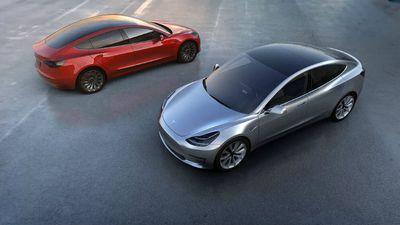 Protótipo do Tesla Model 3 é visto pelas ruas dos EUA