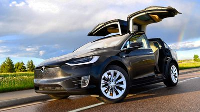 Polícia da Suíça vai usar carros elétricos da Tesla como viaturas