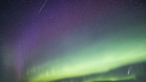 Veja o cometa NEOWISE, um meteoro, a aurora boreal e mais em uma só foto!