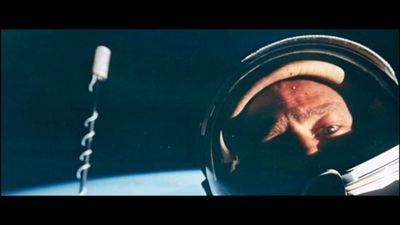 Dia da Selfie | Buzz Aldrin lembra que é dele a primeira selfie no espaço