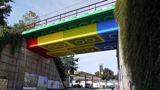 Artista alemão constrói ponte de LEGO