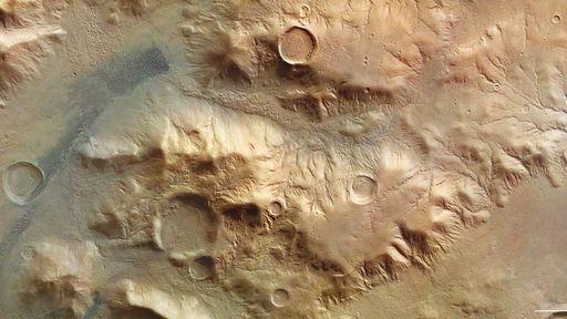 """Nereidum Montes: sonda Mars Express registra imagens dos """"Alpes de Marte"""""""
