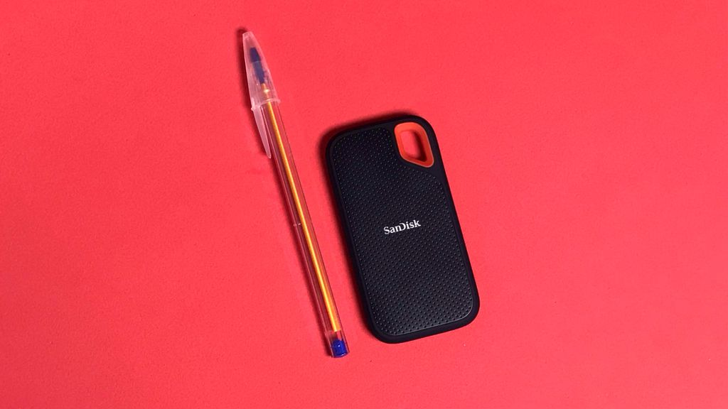 Apesar de não ser o SSD externo mais compacto do mercado, o Extreme Portable SSD cabe bem em qualquer bolso ou bolsa e não deixa marcas