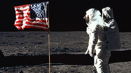 Acredite: bandeiras dos EUA, fincadas em 1969, continuam de pé na Lua!