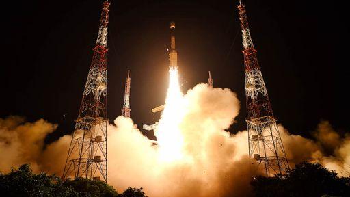 Foguete indiano cai logo após o lançamento e satélite acaba destruído