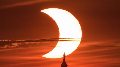 Veja as fotos mais incríveis do eclipse solar desta quinta-feira (10)