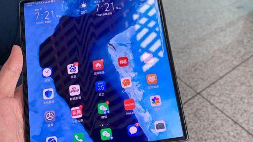 Novas fotos mostram design atualizado do celular dobrável da Huawei
