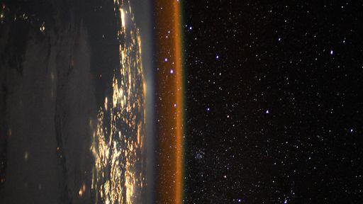 Nova foto da Terra tirada na ISS mostra beleza noturna do nosso planeta