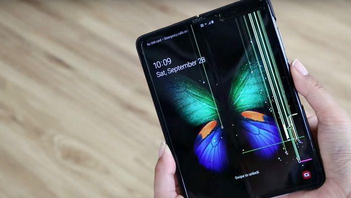 Samsung espera vender menos smartphones dobráveis em 2020