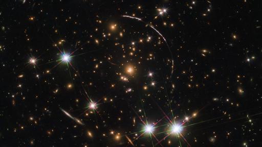 Novas lentes gravitacionais são encontradas graças à inteligência artificial