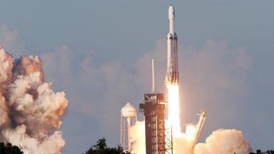 1º lançamento comercial com o Falcon Heavy é feito com sucesso nesta quinta (11)