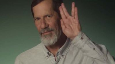 Eduardo Jorge, vice de Marina Silva, faz sinal do Spock em propaganda eleitoral