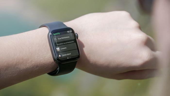 Como baixar músicas do Spotify para ouvir offline no Apple Watch