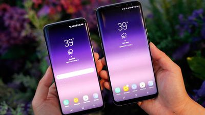 Samsung vai processar embaixadora russa da marca por usar um iPhone X em público