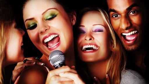 Conheça sites de karaokê para garantir a diversão com os amigos