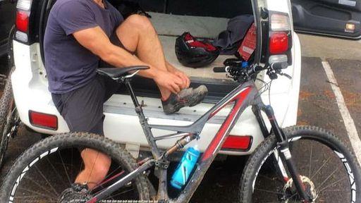 Após queda, iPhone 6 entra em combustão e causa queimaduras na perna de ciclista