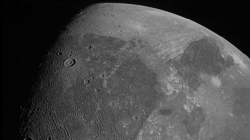 Sonda Juno fotografa Ganimedes após 20 anos sem novas imagens da lua de Júpiter