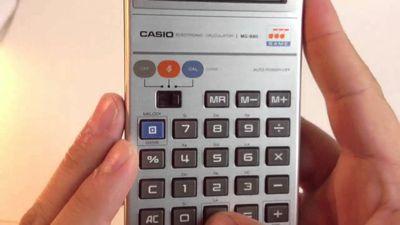 """Casio lança versão repaginada da MG-880, sua clássica calculadora """"gamer"""""""