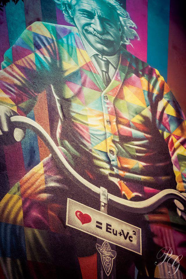 mural Einstein por Kobra