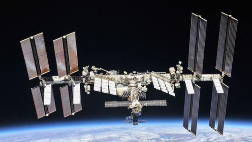 Vazamento de ar na ISS: astronautas se confinam em módulo russo outra vez