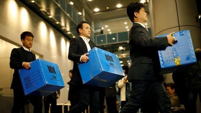 Batida policial na sede da Samsung, em Seul, apreendeu vários documentos que podem ligar a empresa a esquema de tráfico de influência do presidente do país