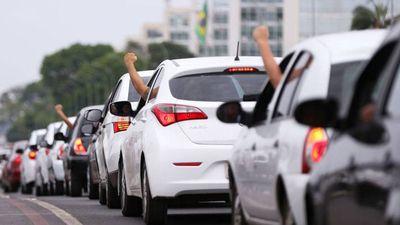 Motoristas do Uber protestam contra PLC que regulamenta apps de transporte