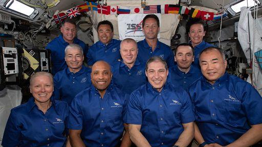 Como é ter 11 astronautas a bordo da ISS ao mesmo tempo? Onde eles dormem?