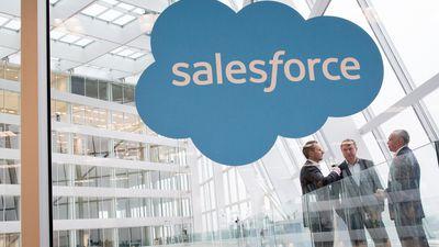Parceria entre Apple e Salesforce quer fortalecer o iOS no meio corporativo