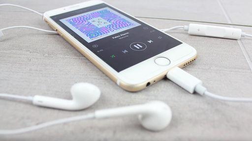 Falha com EarPods do iPhone 7 bloqueia funções dos botões de volume