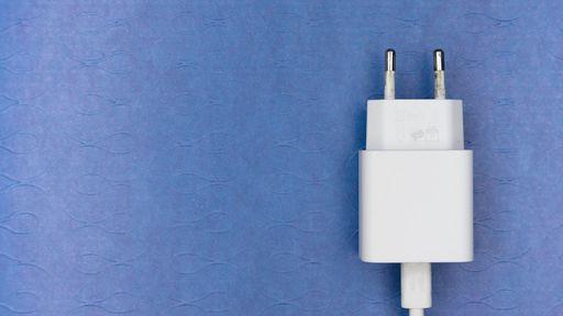 Celular novo sem carregador na caixa: qual a lógica por trás disso?