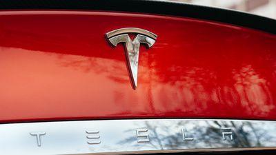 Tesla está sob investigação criminal do FBI, segundo WSJ