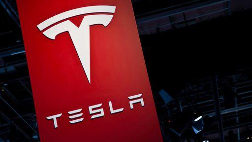 Professor da Universidade de Nova York diz que Tesla será comprada em até um ano