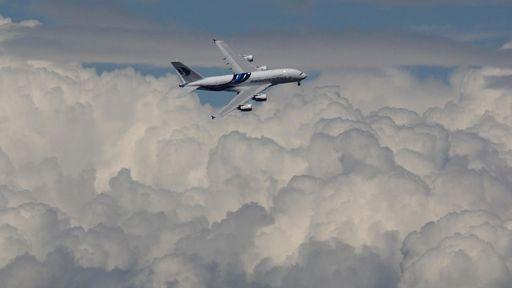 Novos superjatos exibidos em feira de aviação na Inglaterra
