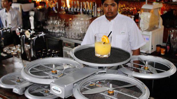 Drones estão substituindo garçons em restaurante de Cingapura