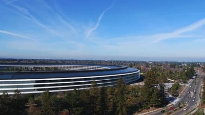 Ônibus de funcionários da Apple e Google sofrem ataque a caminho das sedes